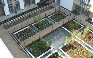 Pimlico Courtyard 2004 0622 101141 AA