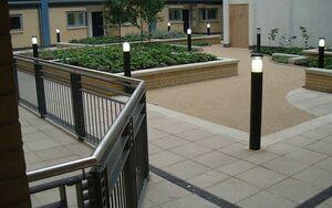 Pimlico Courtyard 2004 0712 075008 AA