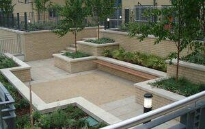 Pimlico Courtyard 2004 0712 075412 AA